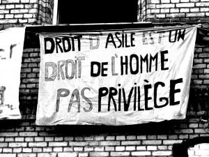 Droit d'asile est un droit de l'homme pas privilege. Bilder von ARI-Dokumentation